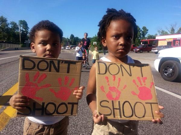 Innocent people are dying and being hurt in #Ferguson please spread the word of #mediablackout  Our world needs help. http://t.co/NfMag9Uesu