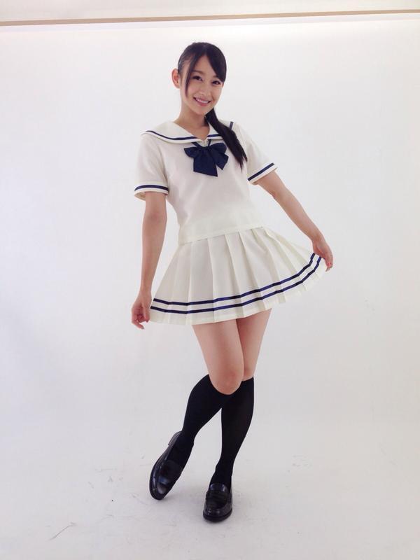 【正気ですか速報】 白いセーラーを着ましたwww  でもこの衣装自体はほんっと可愛かった。 http://t.co/5k6W5JI66N