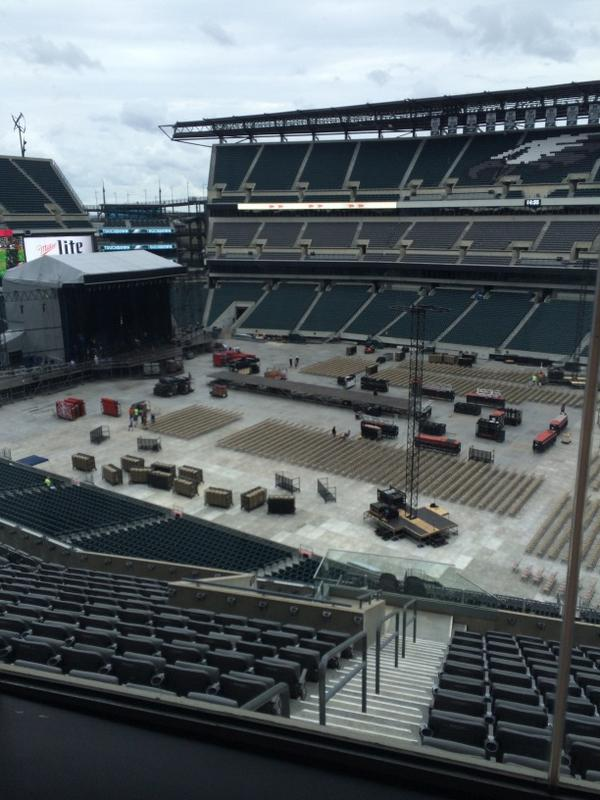 #Directioners, here's your first look at #WWAPhilly stage setup. http://t.co/jRkPRKHwFJ