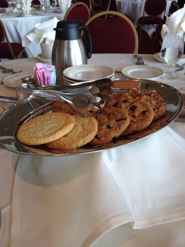 mmmmm.  Cookies.  #UWdtl14 @UWMadison http://t.co/egc6Ks1Emt