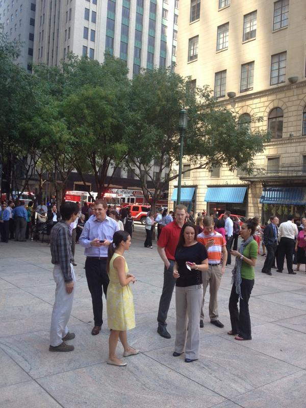 Look! People outside in Downtown Dallas! All it takes is a grease fire. http://t.co/sZbevoMp5E