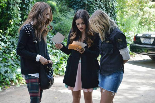 Spencer shows Aria and Hanna the insurance they have on Ali. (Twitter, @ABCFpll)