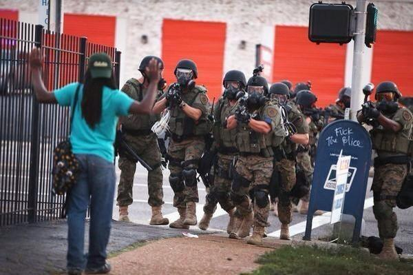 If I were in Ferguson, I wouldn't knock the police, I'd hope they could protect me from this occupying militia: http://t.co/M46Z8GY5XC
