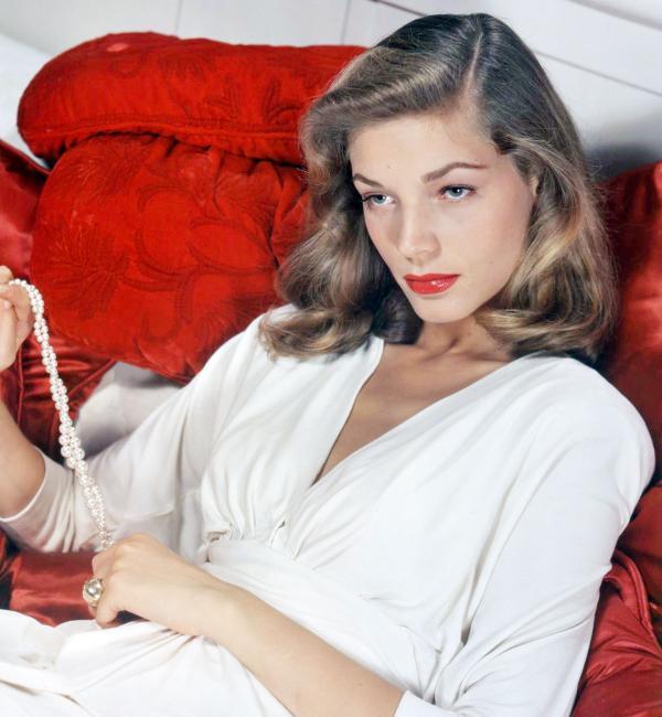 Lauren Bacall, glamorous actress of Hollywood's Golden Age... http://t.co/oajXjRnLLS http://t.co/zI8vB6vpxK [v @Bio @museplus1]