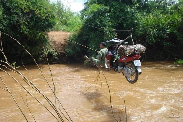 This is how you move your #motorcycle across a river in #Vietnam :D RT @dachshaarpinsel: http://t.co/rJza5NQbSC