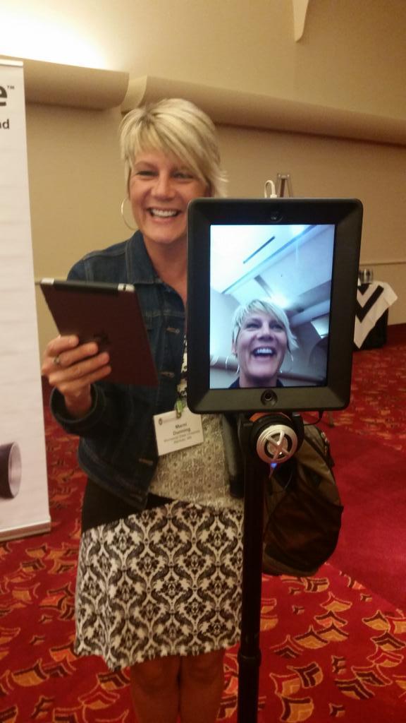 I guess when things are soooo cool, I get the giggles. #doublerobotics #innovation #virtualmeetings #UWdtl14 http://t.co/KKDeA6L1jI