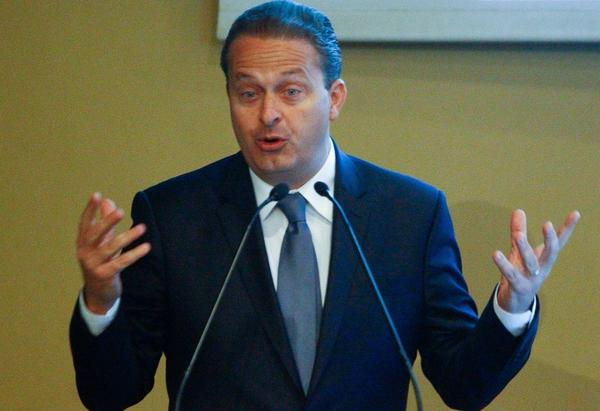 Morre Eduardo Campos, em queda de avião em Santos (SP). http://t.co/2uHshL6d25