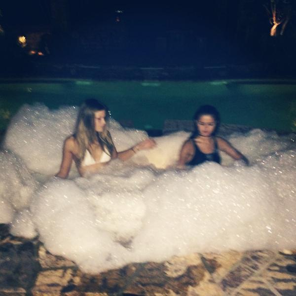 Building bubble igloos. ⛄️ yolo http://t.co/AM235gYMLY