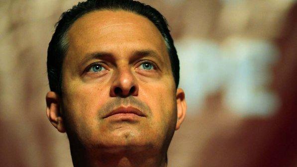 """""""Não vamos desistir do Brasil"""". Esta foi a última mensagem de Eduardo Campos ao país, ontem, no Jornal Nacional. http://t.co/KNAbPi56rT"""