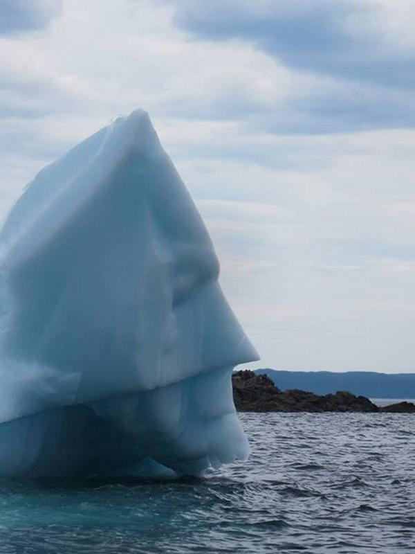 NL has plenty of icebergs with weird shapes. Check out this Batman Iceberg courtesy of Newfoundlander Mike Parsons. http://t.co/5pb60lWEdK
