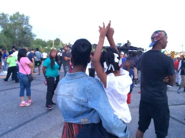 Mother and daughter showing support for #mikebrown #ferguson http://t.co/f1NUuCXIHv