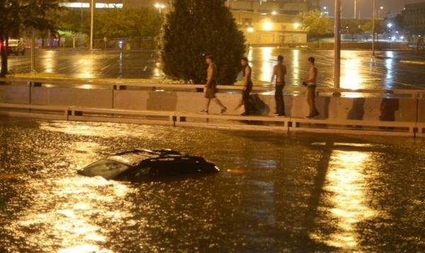 More stunning pics of Downtown flooding by @rosalesquique Read more: http://t.co/WC6yv95rVe #nmwx #abq http://t.co/TRKf0Nh4ny