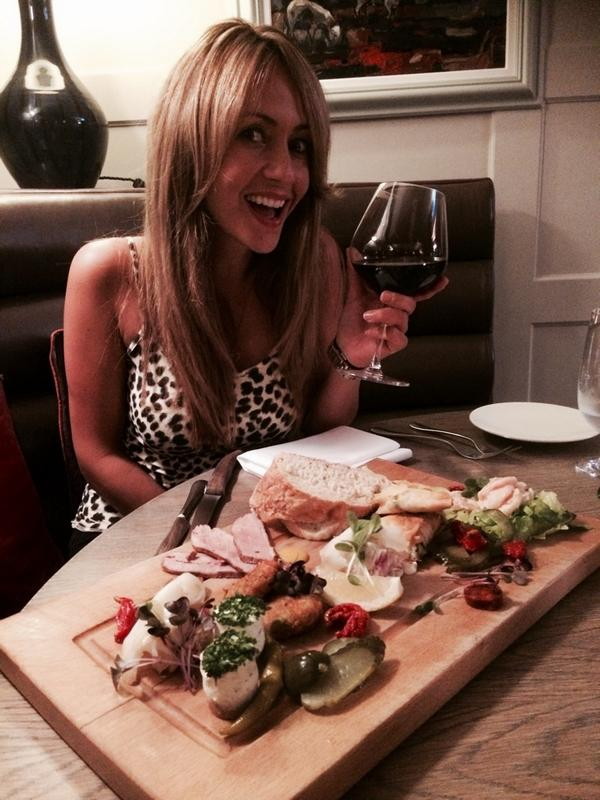 Thanks @bellsofpeover for the delicious meal and the fab service as always! @realsamia 's favourite! #obrigadoJoe http://t.co/cWxLRnCq8z