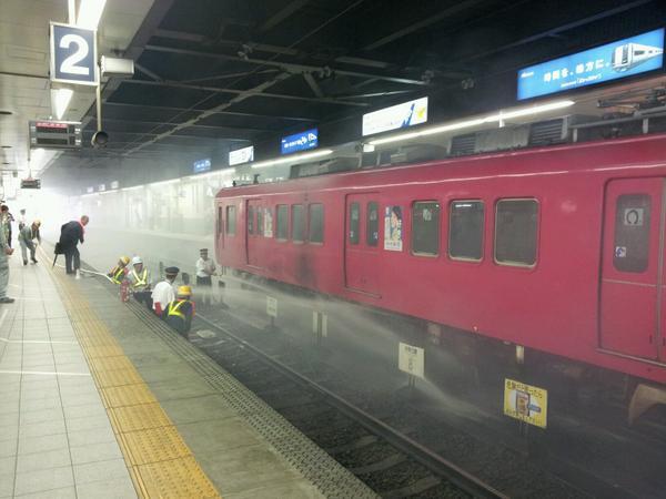 名鉄金山駅。車両火災。 pic.twitter.com/h7Vd0qHrxA