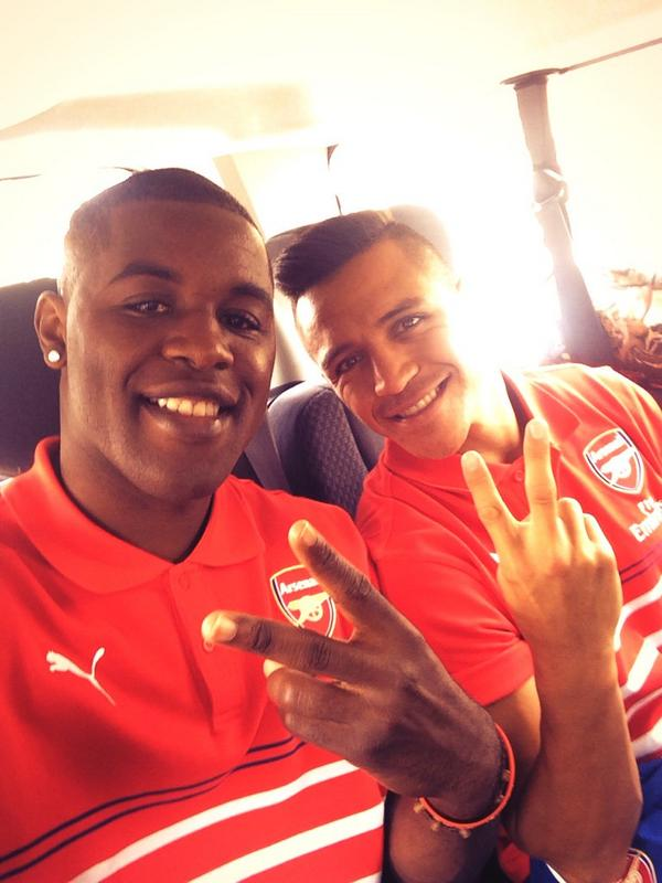 Ready!! With my friend @Alexis_Sanchez .. #EmiratesCup #AFC  #COYG http://t.co/3ssXD2Yd8f