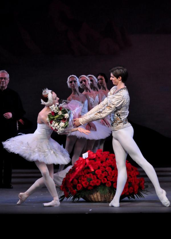 Yulia Stepanova & @xanderparish after their performance of @mariinskyen's #SwanLake #ballet http://t.co/aVrrL3LPYV