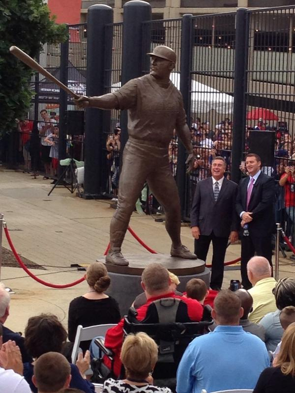 Thome next to his statue. #Indians #ThomeStatue http://t.co/3YNVlGfSqV