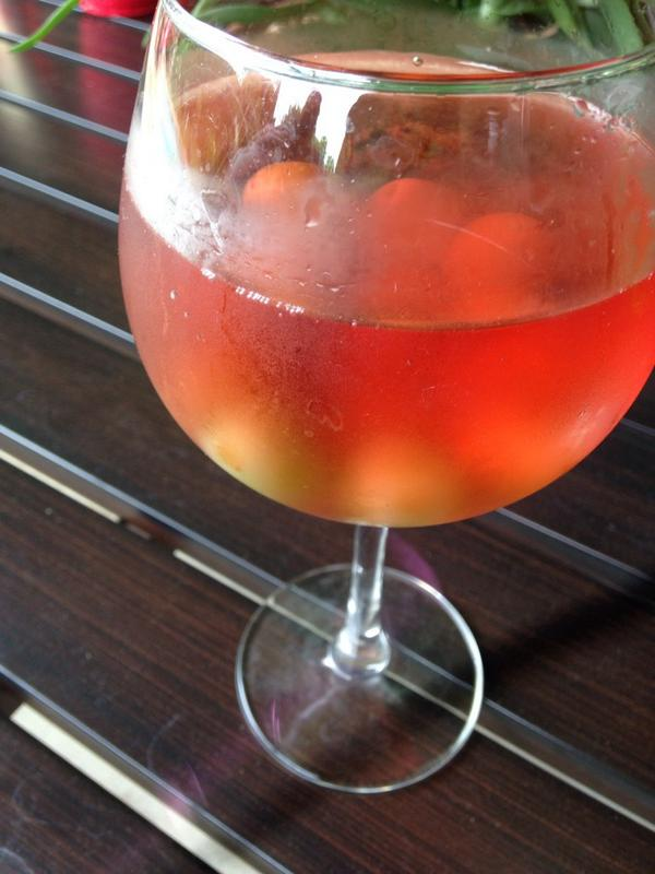 Steal this idea: Frozen grapes keep your wine chillin' on a hot, humid summer day. (Like today.) http://t.co/aj2vLeYZaC