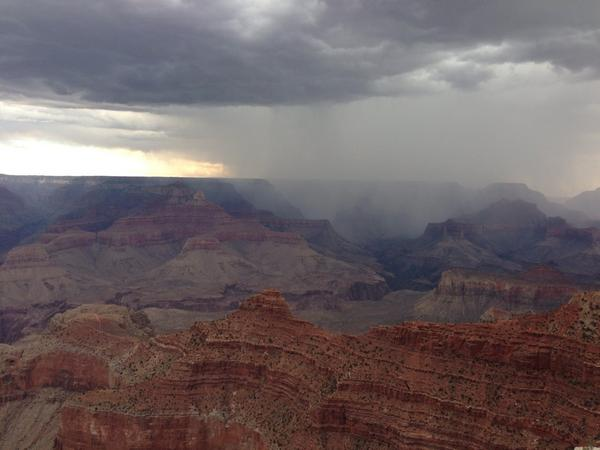 Day of wild beauty at the Grand Canyon, and more heart-expanding conversation with @kirstenhubbard http://t.co/DXOeT9C0nn