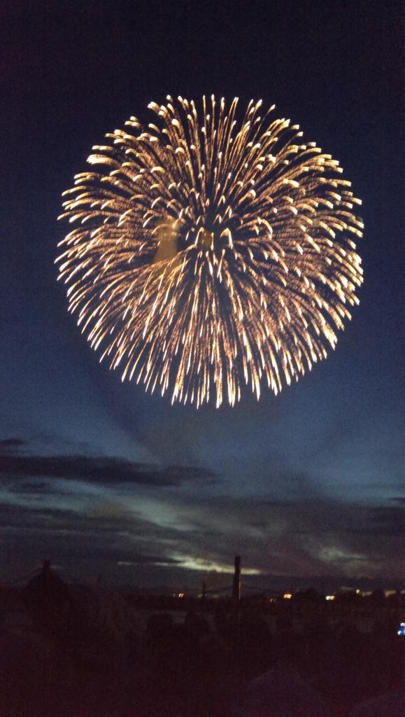 長岡とホノルルが平和を祈り、 花火大会、始まりました! http://t.co/qISM5ulmN1