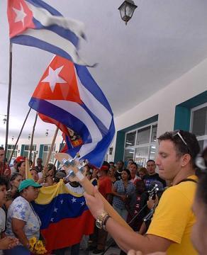 Concluyen jóvenes cubanos travesía en homenaje a Hugo Chávez