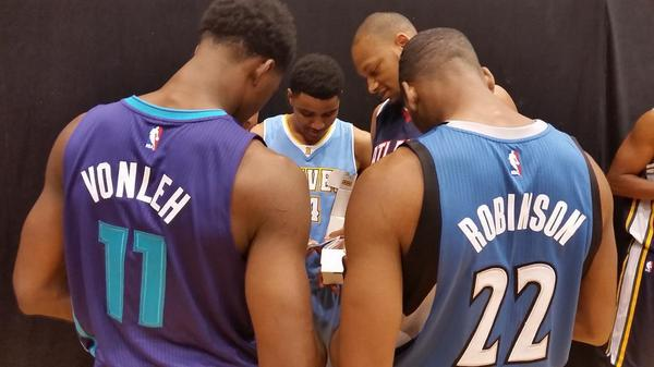 The #NBARooks check out their first @PaniniAmerica trading cards! http://t.co/D2Wlkkj5Wv