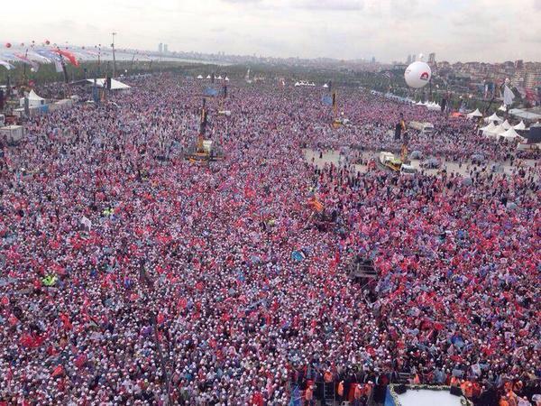 """親日派のトルコ、すごい数…。RT @yoksig: トルコのガザ連帯集会。 パレスチナに自由を! RT""""@saadabdulhai: Take a bow Turkey, take a bow.  #FreePalestine"""
