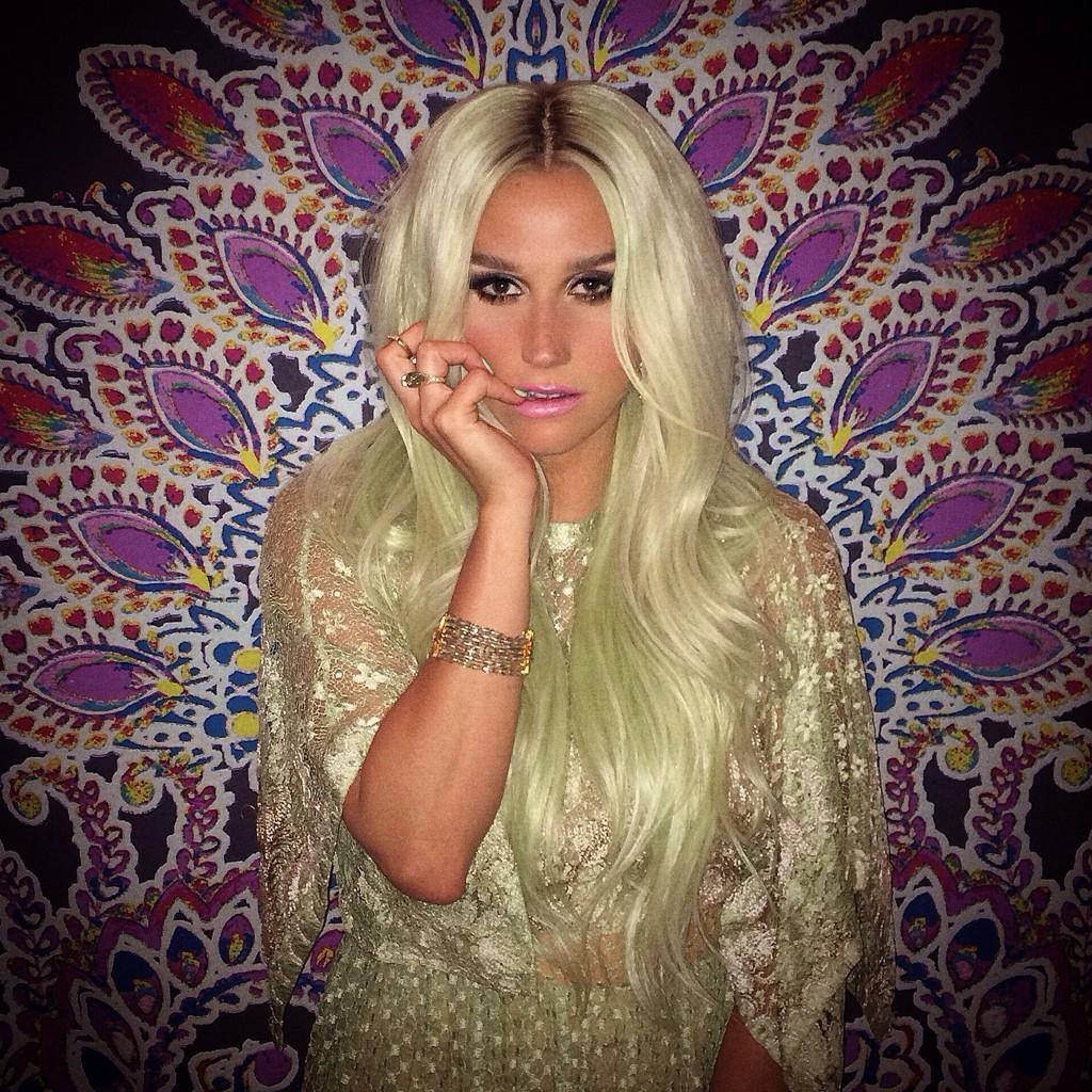 Kesha >> Redes sociales » TW: @KeshaRose | IG: @iiswhoiis | SC: MrPeepsMom - Página 19 BuK02TQCAAAM4_-