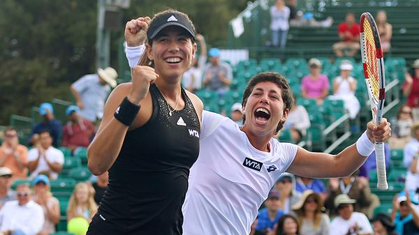 Congrats to the 2014 #BOTWClassic doubles champions, Carla #SuarezNavarro and @GarbiMuguruza! http://t.co/QHwZCxZZ6l