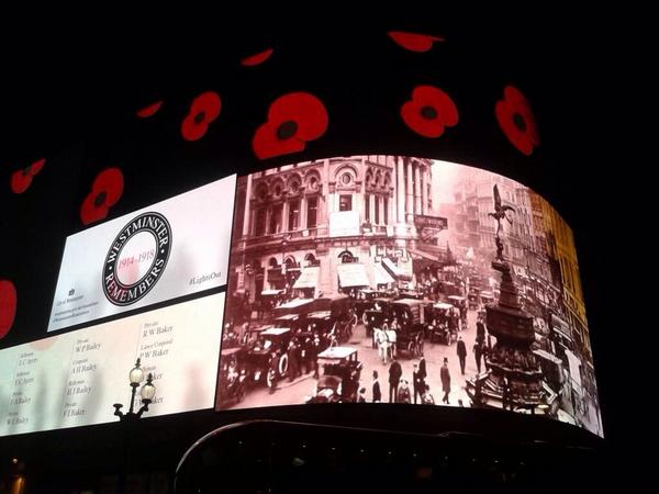 The famous lights at Piccadilly Circus pay tribute to the war dead. via @CityWestminster #LightsOut #WWIRemembered http://t.co/FuEvbm99ZF