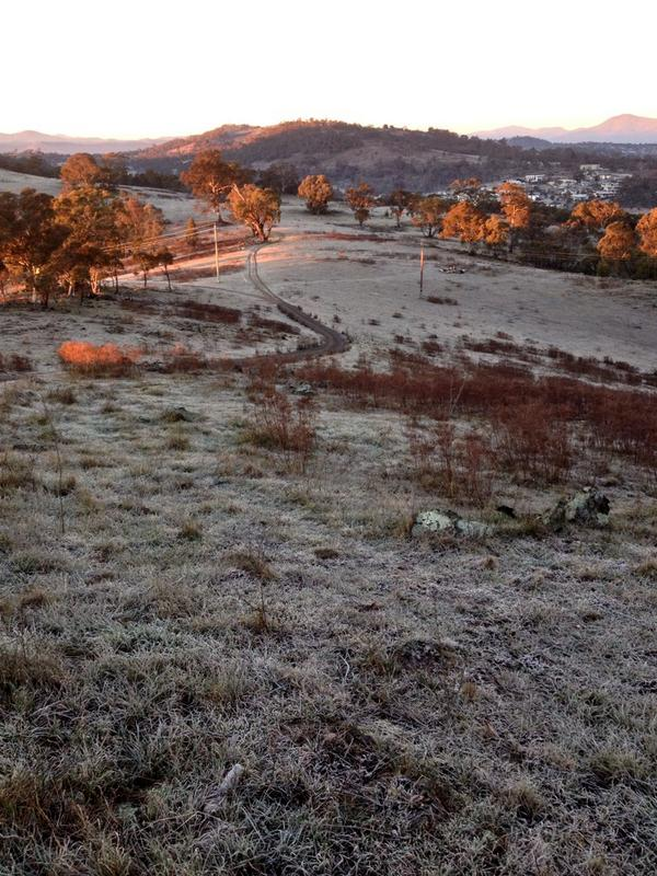 Not many walkers on Red Hill this frosty #Canberra morning @666canberra @ACT_Community http://t.co/cVJQSxJyRg