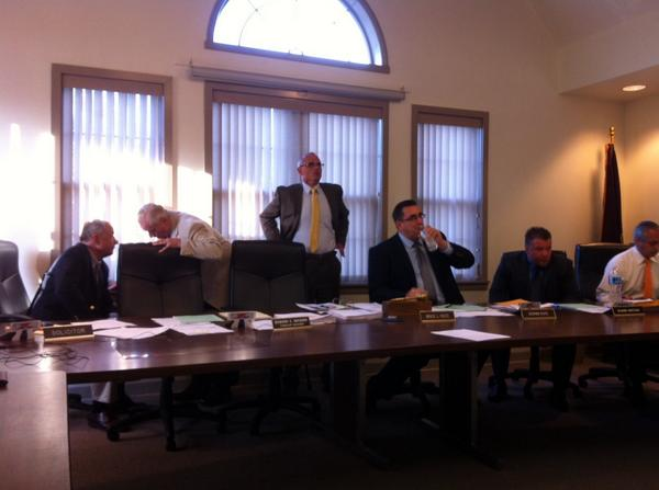Commissioners return from closed door caucus. http://t.co/qCVdCsiXLk