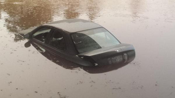 Submerged car in water on Appleby Line in Burlington.  #onstorm http://t.co/iY2MNa5wMM
