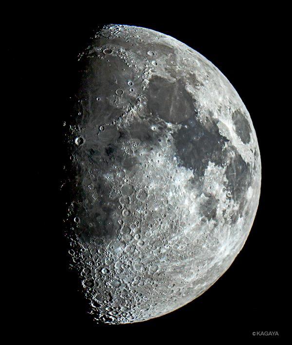 先ほど望遠鏡で撮影した十日夜の月です。欠け際中央やや上でくっきり目立つのがコペルニクスクレーターです。 pic.twitter.com/03Ra93jPWd