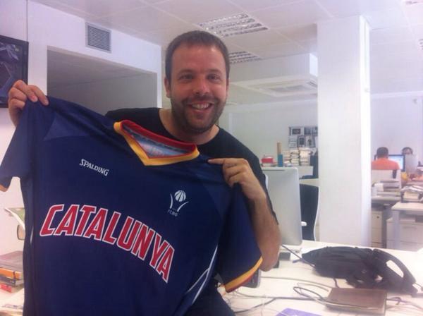 Avui torno a treballar després de les vacances. Per celebrar-ho, sorteig d'una samarreta de Catalunya. FOLLOW + RT http://t.co/DoyPJMlYc7