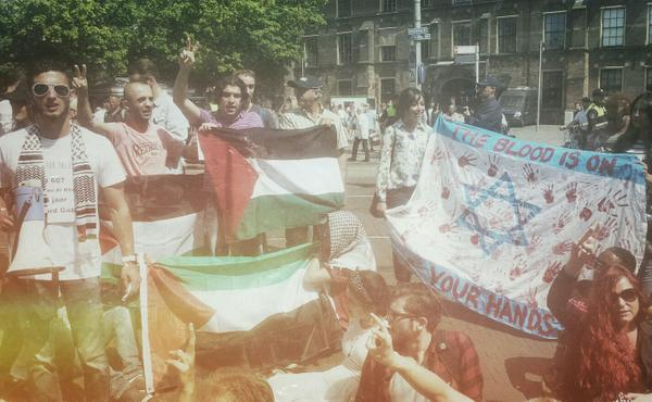 Anti-Israel protest in front of Israeli embassy in The Hague. Thirty protesters arrested at least after a blockade. http://t.co/y0eFslPARc