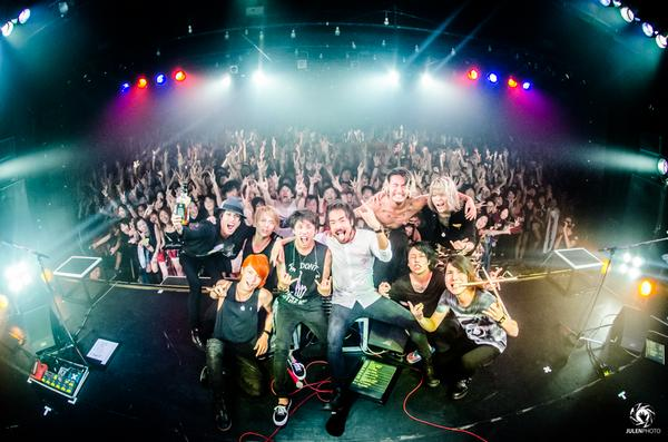 Thank you TOKYO! @LIQUIDROOM 10th anniversary show with @ONEOKROCK_japan was PERFECT! Photo by @JulenPhoto http://t.co/HhFyuC8ADM
