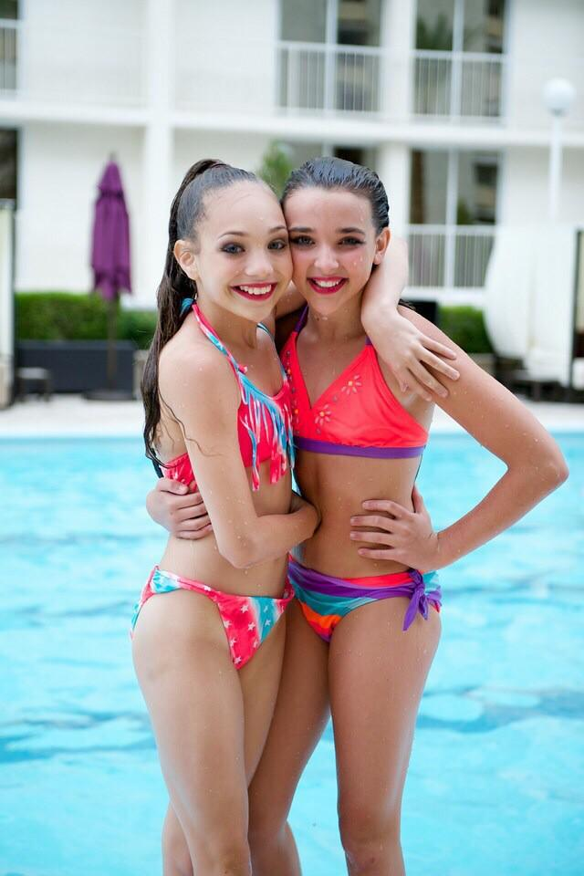 """Dance Moms ♡ on Twitter: """"Maddie and Kendall at the pool ..."""
