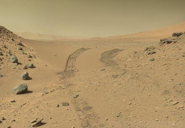 Voici une image de Mars en vraie couleur. Février 2014, image par la NASA http://t.co/df27zLFtyz