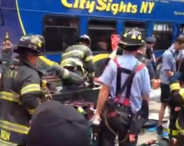 Emergency responders on the scene of a double-decker bus crash in Times Square, watch video http://t.co/2sExDOXSTk http://t.co/IFsw5v77ZJ
