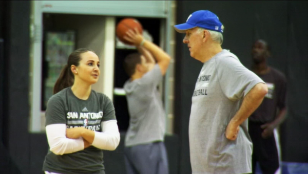 Becky Hammon has learned from the best in the game. (Twitter/@_Pirate_News)