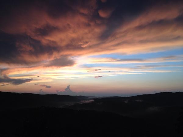 'Quite the sunset tonight in #Radda #Chianti #Tuscany. http://t.co/57XDlTbY3Y