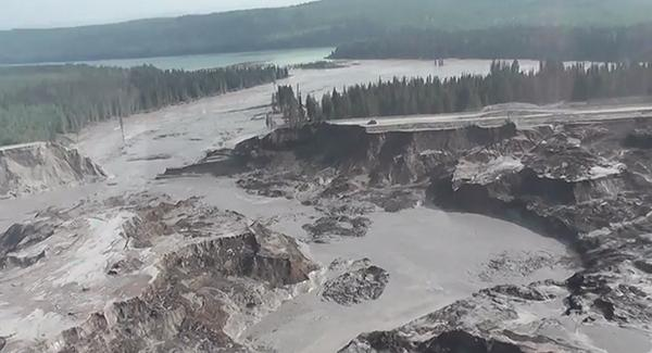 Yikes. RT @JuanitaNg: Photos See startling aerial photos of #MountPolley tailings pond breach http://t.co/0jsIBMfFSt http://t.co/pM4O10DV9v