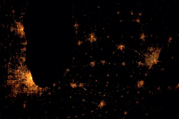 Gorgeous view of #Chicago and #Detroit around 3am on Wednesday morning. http://t.co/a6kJyn3tTI