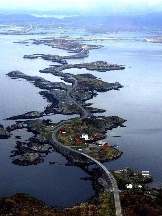 """""""Atlanterhavsveien"""" conosciuta anche con il nome di """"Strada dell'Atlantico"""""""