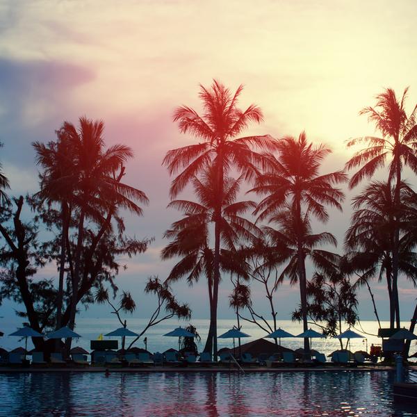 Pool & Sun. A combinação perfeita para um dia agradável de #Primavera! #Inspo #PreviewPrimavera2015 #TufiDuek http://t.co/WtJSJfo6i0
