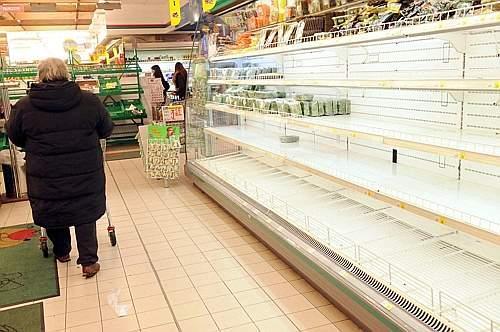 МОЛНИЯ. Путин запретил ввоз еды из США, Европы, Японии, Канады и Австралииhttp://t.co/3MYmC0pTNg http://t.co/HcOkhRyx3m