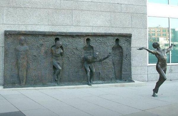sculptor? location? Thank you! RT@wayneplod: What an incredible piece of sculpture. http://t.co/D9Hy65ywAh