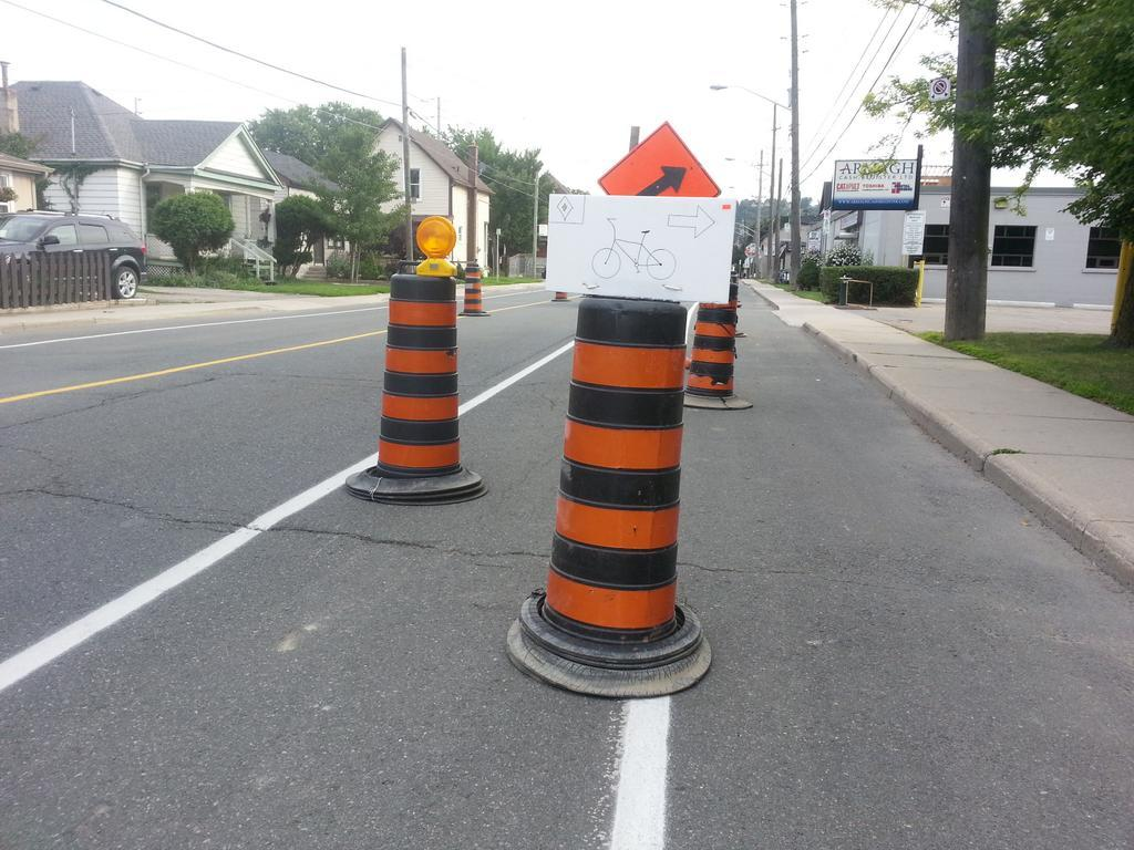 Bicycle detour route on Dundurn at Melbourne