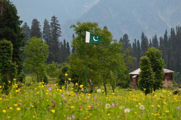 'زمیں کی گود رنگ سے امنگ سے بھری رہے' --- اڑنگ کیل، آزاد جموں و کشمیر Happy Independence Day http://t.co/e1USQTL2YB